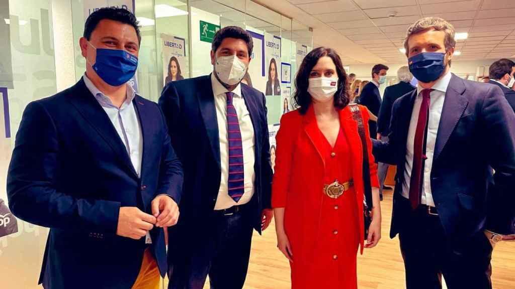 José Miguel Luengo, Fernando López Miras, Isabel Díaz Ayuso y Pablo Casado, en la jornada electoral en Madrid.