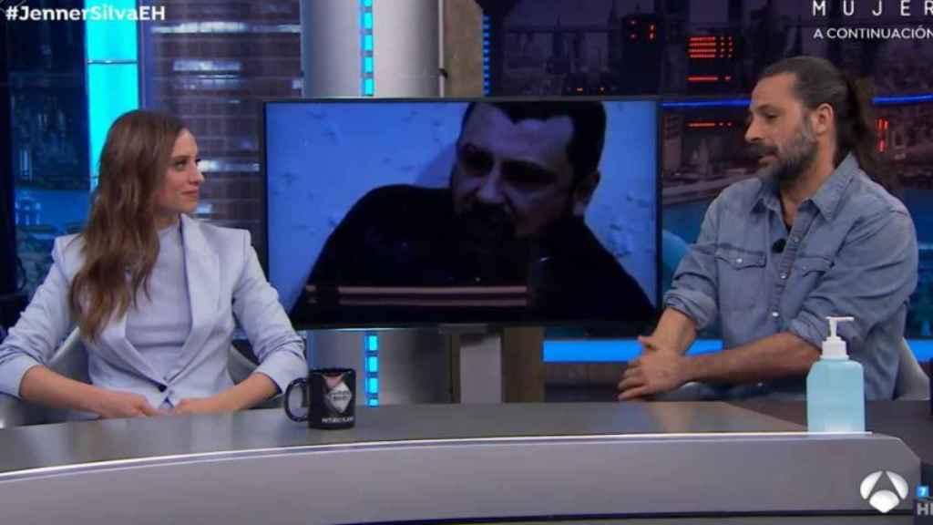 Hugo Silva y Michelle Jenner durante la entrevista en 'El Hormiguero'.