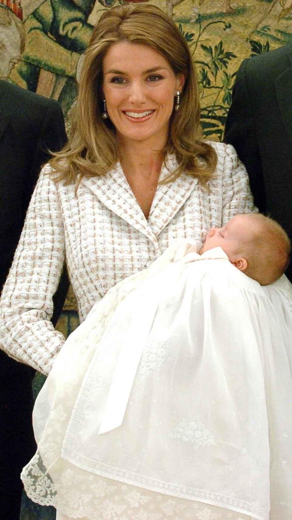 La reina Letizia durante el bautizo de Leonor en enero de 2006.