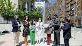 El alcalde Luis Barcala y las Bellezas del Foc adulta e infantil en el acto de denominación de las calles de las fiestas.