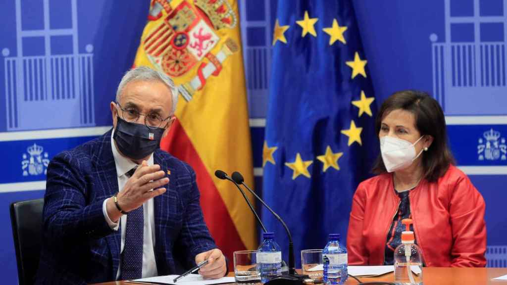 Alejandro Blanco, presidente del COE, junto a la ministra de Defensa, Margarita Robles