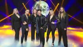 Blas Cantó junto a sus coristas Alba Gil, Héctor Artiles, Daira Monzón, Irene Alman y Dángelo Ortega.