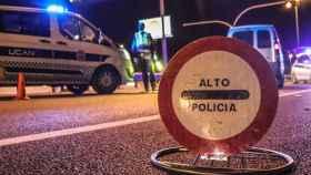 Un cartel de stop en un control en Alicante.