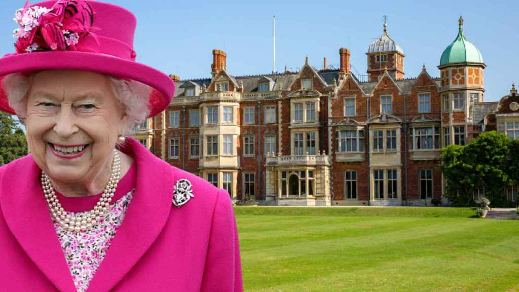 La reina Isabel en Sandringham, en un fotomontaje de JALEOS.