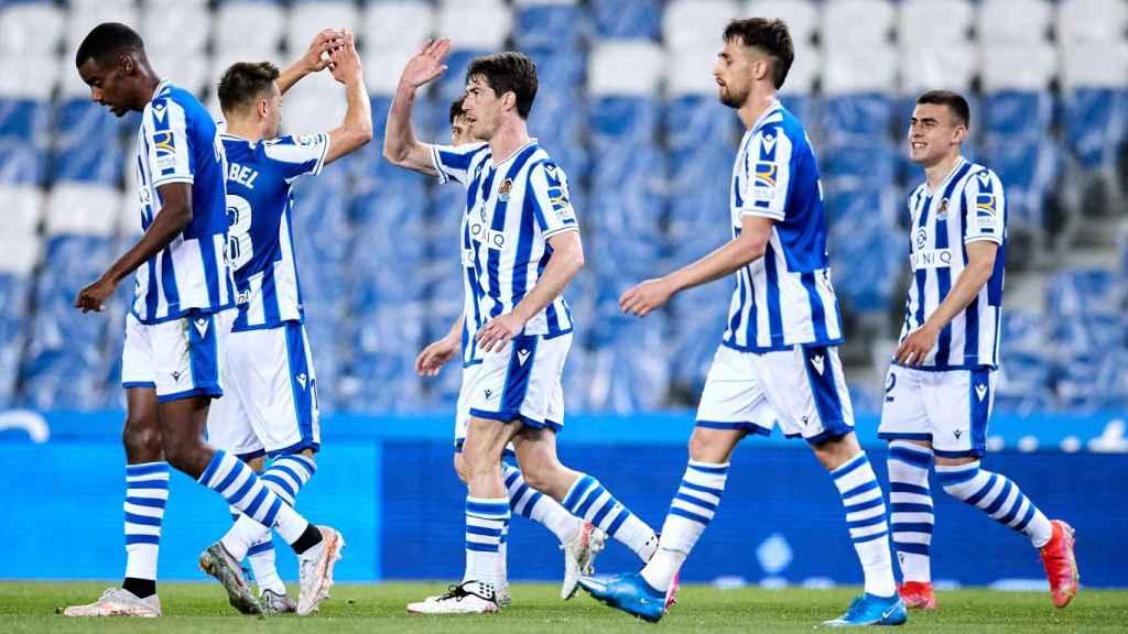 Los jugadores de la Real Sociedad celebrando un gol