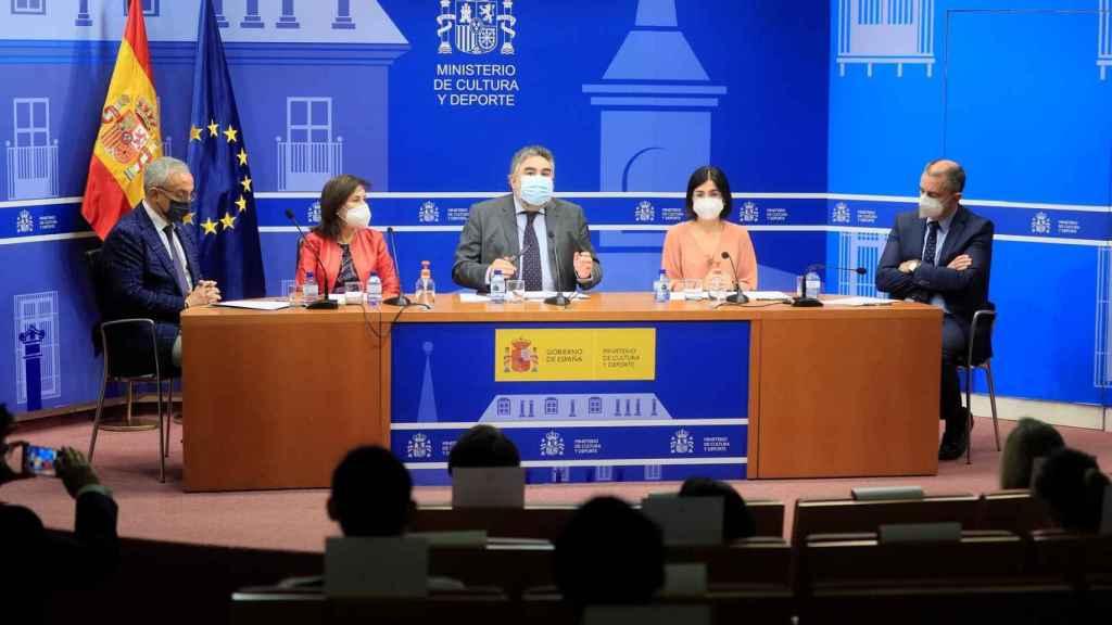 De izquierda a derecha: Alejandro Blanco (COE), Margarita Robles (Defensa), Rodríguez Uribes (Cultura y Deporte), Carolina Darias (Sanidad) y Franco (CSD)