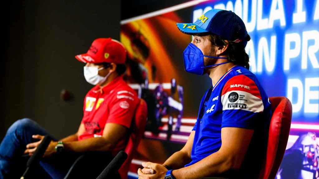 Fernando Alonso y Carlos Sainz en rueda de prensa en el GP de España de F1