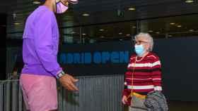 Rafa Nadal saluda a Manuela, una mujer de 95 años con principio de alzheimer y que soñaba con conocerle