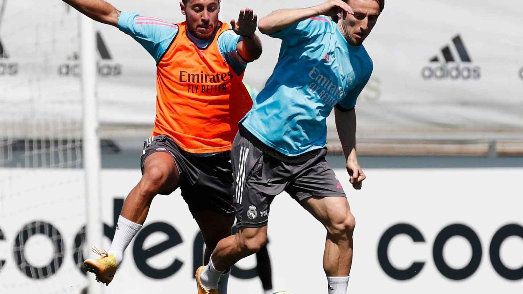 Hazard y Modric