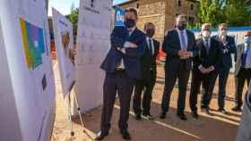 El presidente de Castilla-La Mancha, Emiliano García-Page, coloca en la localidad guadalajareña de Cifuentes la primera piedra del nuevo Centro de Salud