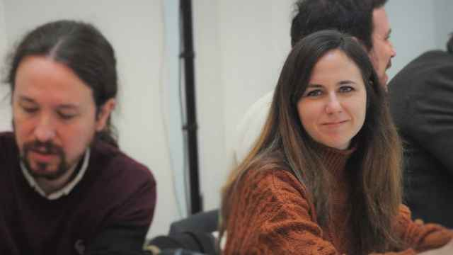 Ione Belarra, junto a Pablo Iglesias, en una reunión de la mesa confederal de Unidas Podemos.