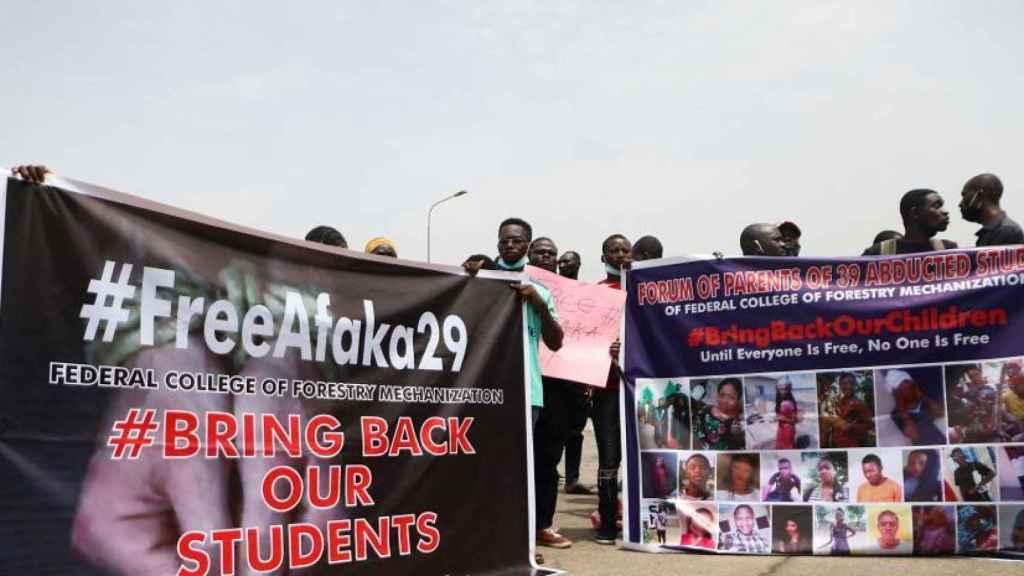 Una manifestación en Abuya pidiendo la liberación de los estudiantes secuestrados anteriormente.