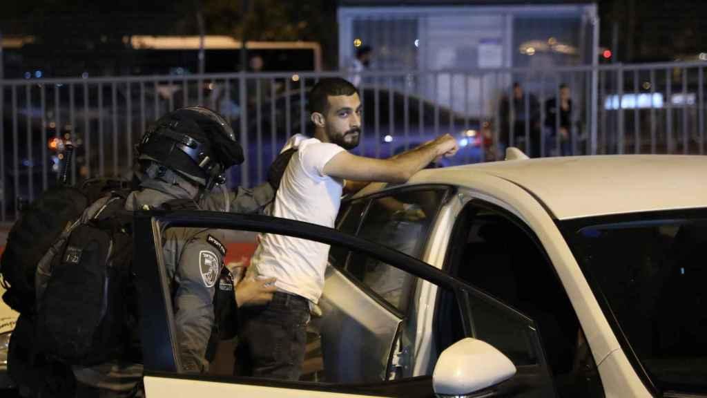 Un joven detenido por las autoridades palestinas.