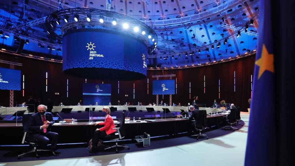Ursula von der Leyen, este sábado en la sala de reunión de la cumbre de Oporto
