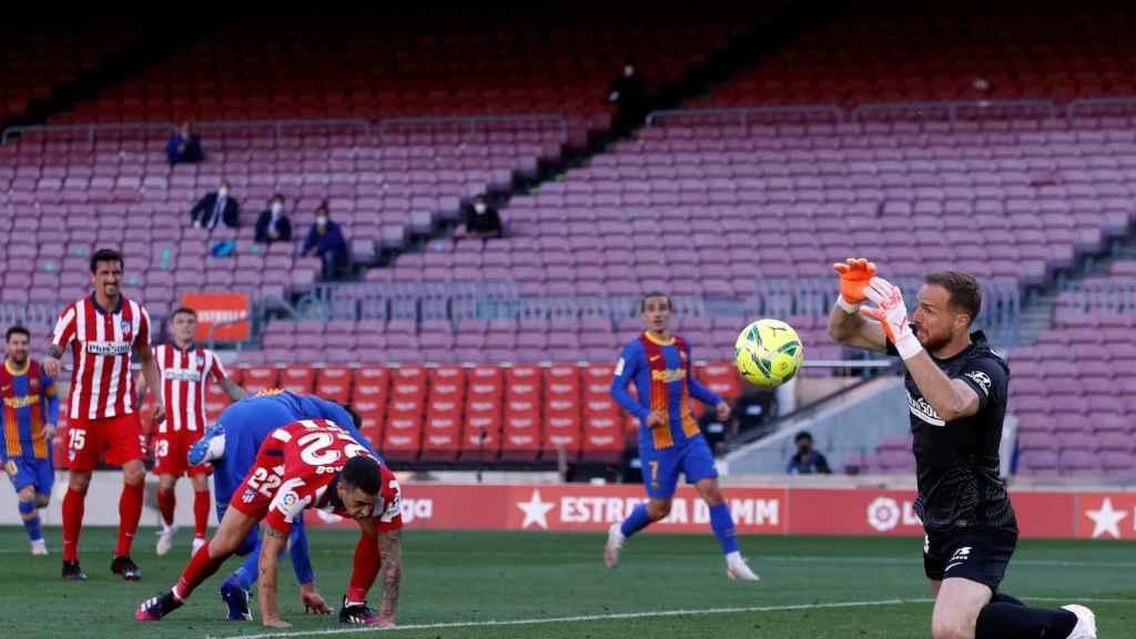 Oblak realiza una parada en el Camp Nou