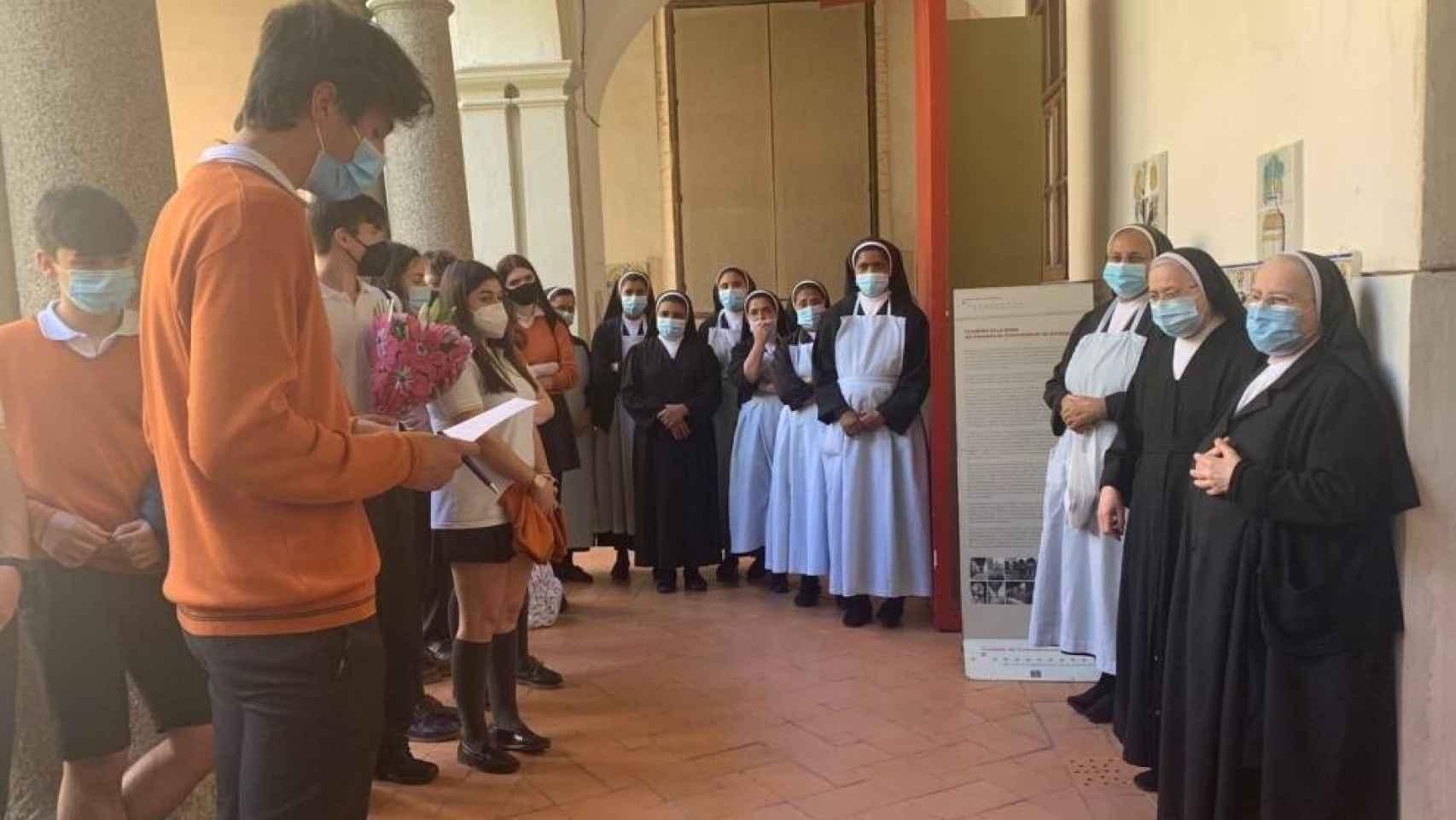 Detallazo de alumnos del Divina Pastora de Toledo con las instituciones por su trabajo en la pandemia 1