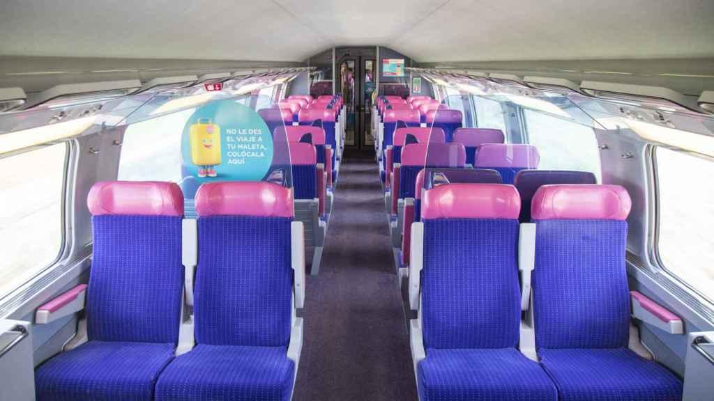 Interior de un tren de Ouigo.
