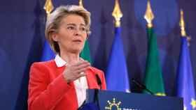La presidenta Von der Leyen, durante la rueda de prensa de este sábado en Oporto