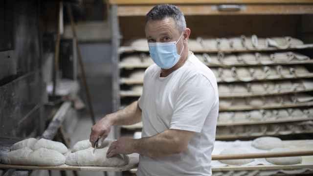 Ángel Laneiro, maestro panadero a cargo del obrador central y uno de los socios de Forno de Lugo.