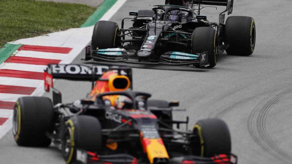 Hamilton dando caza a Verstappen en el Gran Premio de España de F1