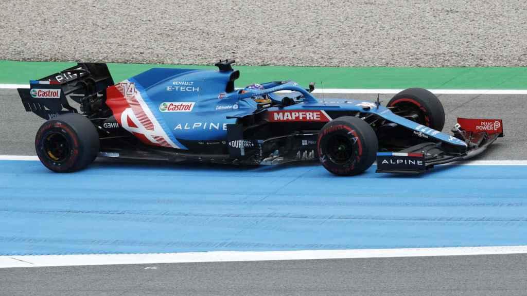 Fernando Alonso con problemas en el Gran Premio de España de F1
