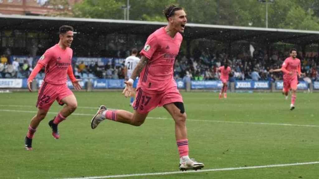 Hugo Vallejo celebra el gol frente al Talavera con el Real Madrid Castilla