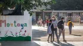 Alumnos del Juan Manuel Montoya a su llegada al colegio el pasado jueves.