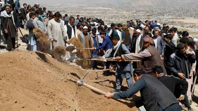 Funeral masivo tras  el atentado este sábado en Kabul.