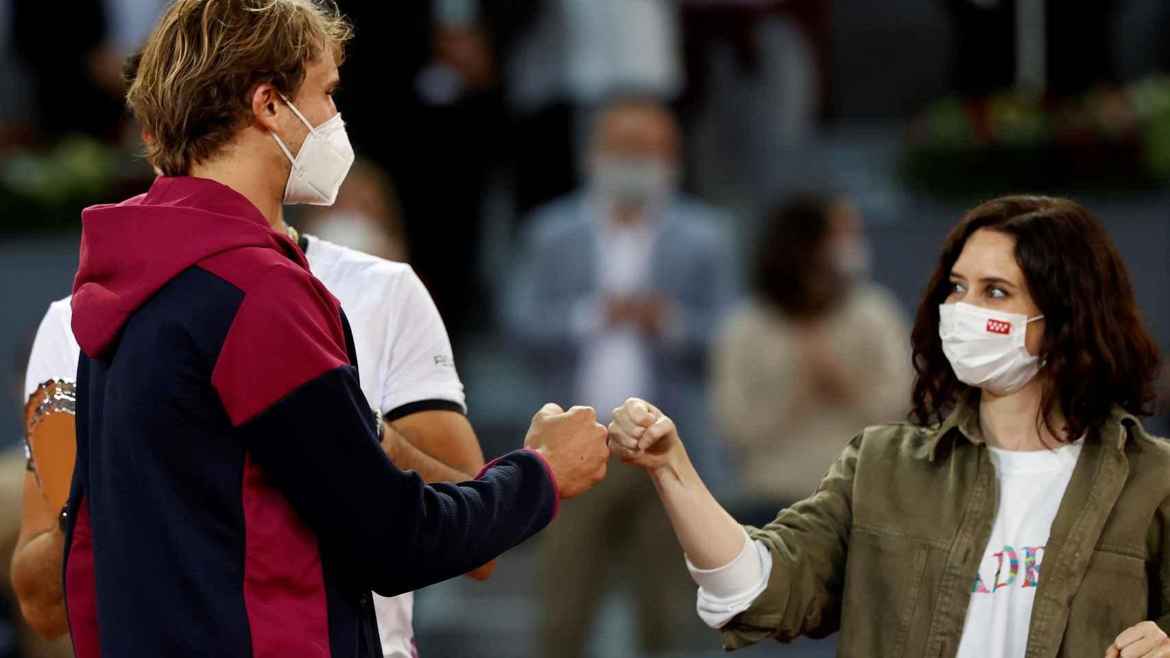 Alexander Zverev e Isabel Díaz Ayuso, en la final del Mutua Madrid Open