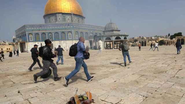 Los confrontos con la policía israelí y los palestinos.