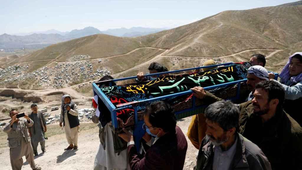 El funeral de una de las víctimas tras el atentado.