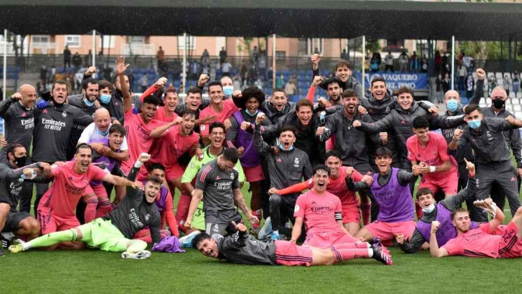 Los jugadores del Real Madrid Castilla, celebrando su clasificación para el playoff de ascenso a Segunda División