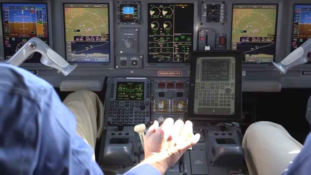 Cabina de piloto con reconocimiento de voz