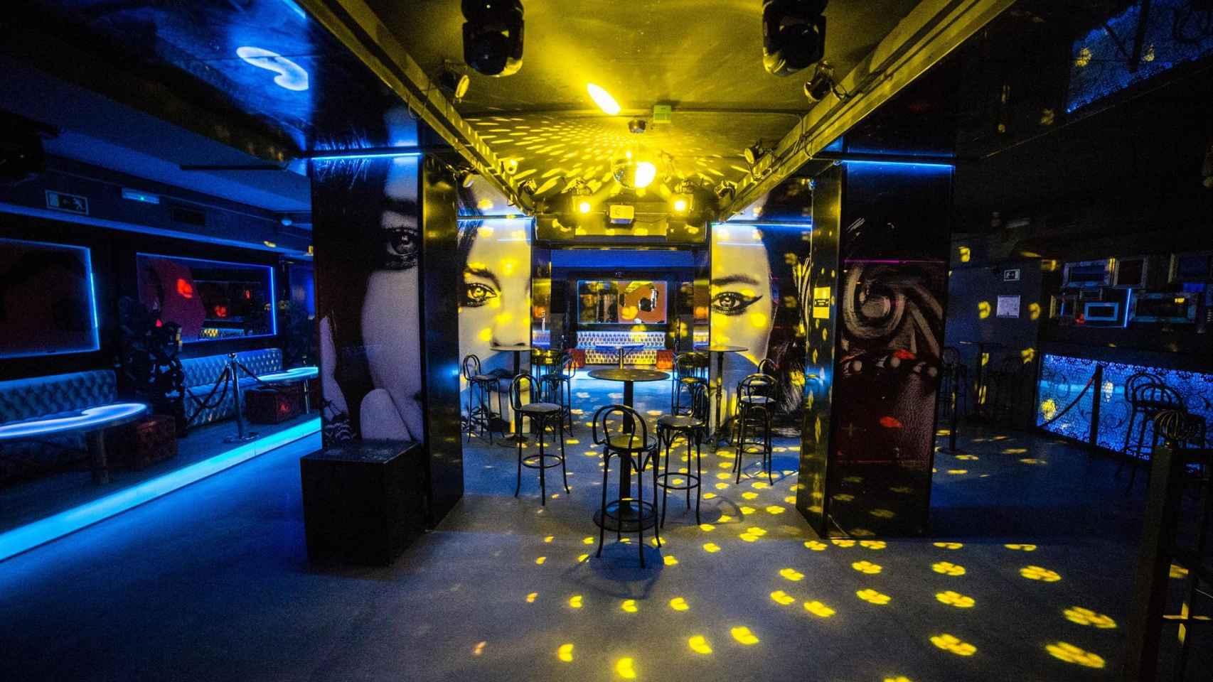 Interior de una discoteca.