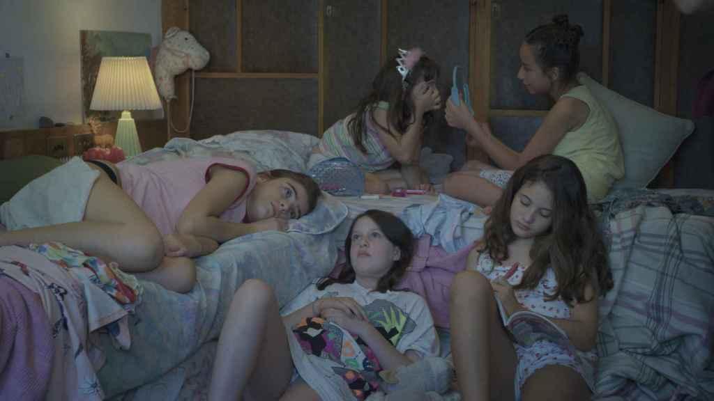 El film surge del deseo de la directora de representar en una obra cinematográfica a sus tres hermanas pequeñas.