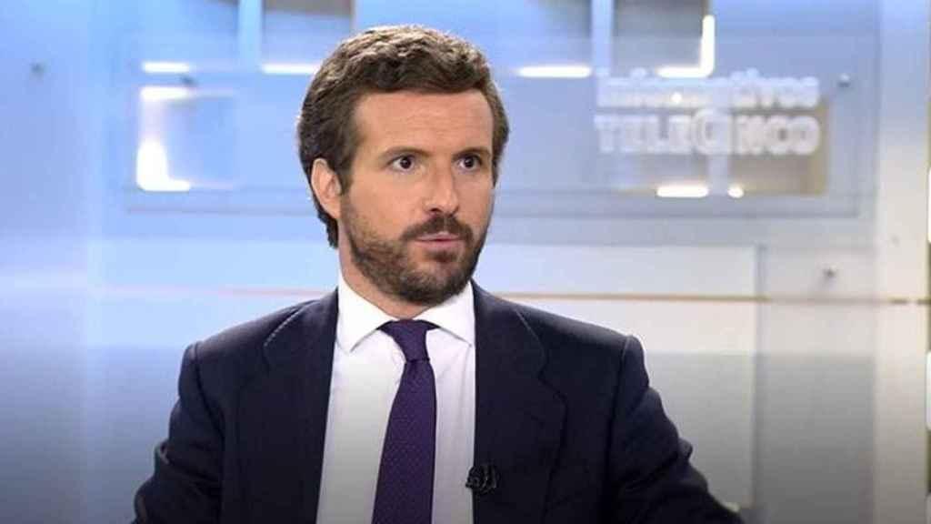 El presidente del PP, Pablo Casado, durante su entrevista en Telecinco.