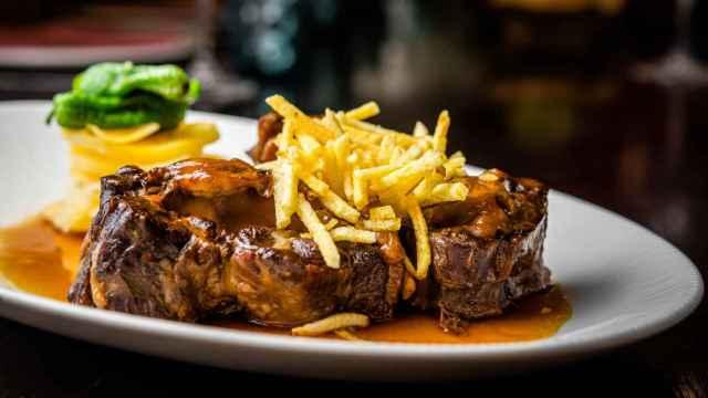 Los mejores restaurantes para comer rabo de toro en Madrid