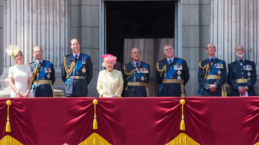 Michael de Kent (el primero de derecha a izquierda) ha estado presente en importantes actos de la Corona británica.