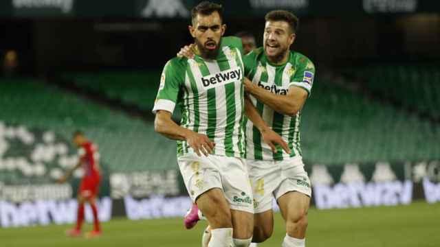 Borja Iglesias celebra uno de sus goles con el Betis