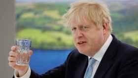 El viaje de Boris Johnson a una isla del Caribe que le salió gratis y puede acabar pagando muy caro