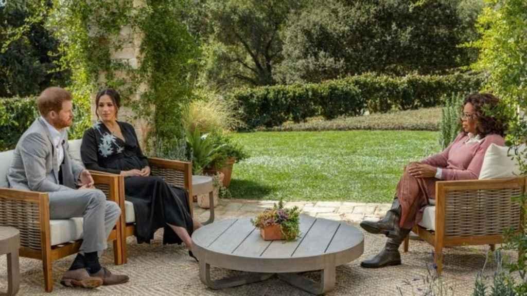 Oprah durante la entrevista a Harry y Meghan que tanta polémica generó.