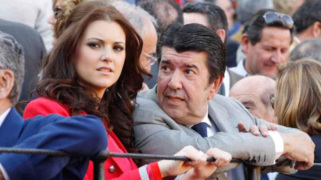 El empresario junto a María Jesús Ruiz en una foto de 2012, cuando eran pareja.