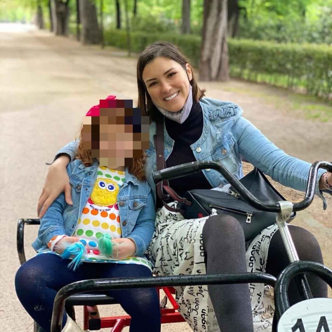 María Jesús Ruiz en una foto de sus redes sociales junto a su hija Alba.