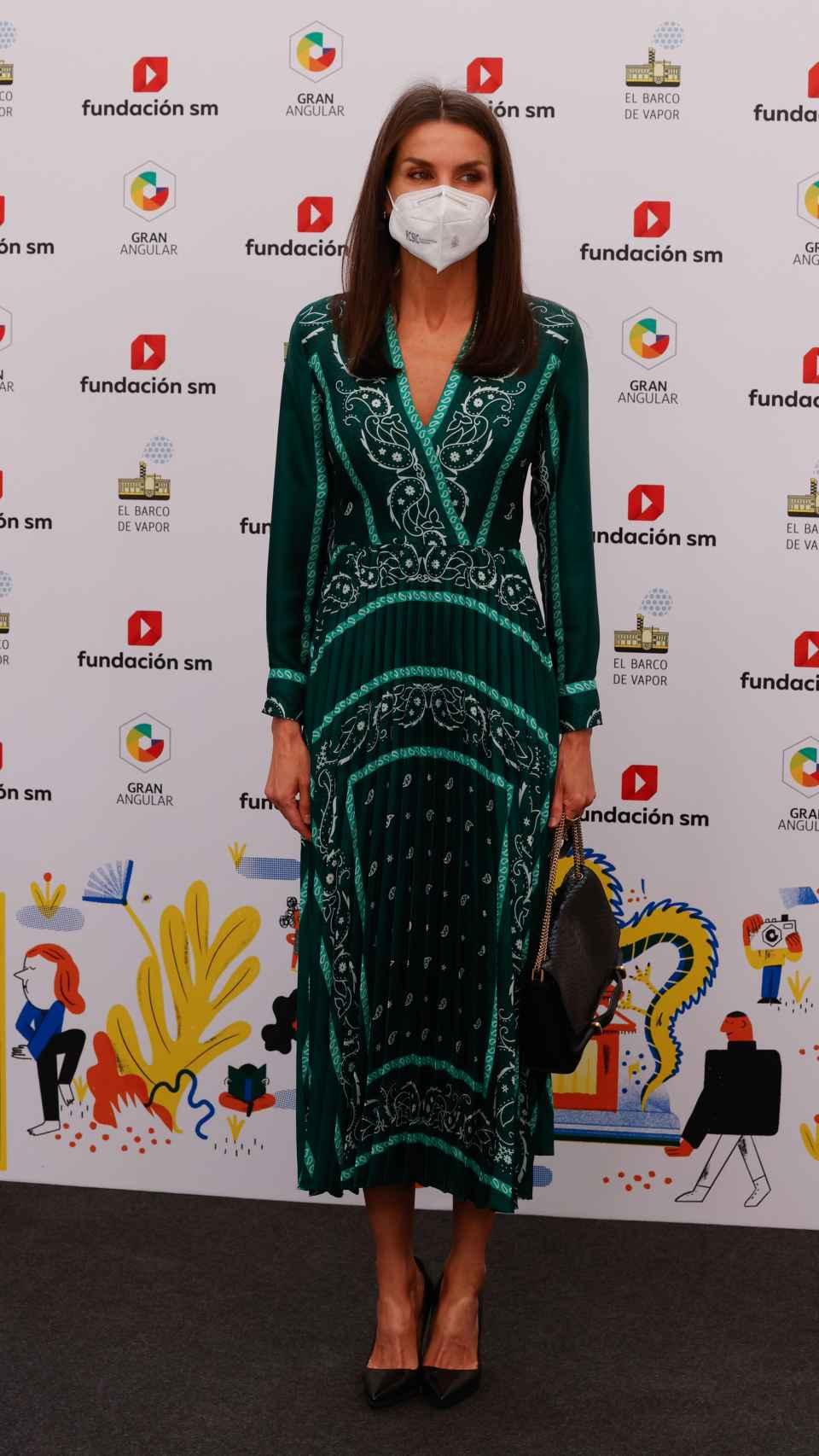 La reina Letizia con vestido de Sandro Paris.