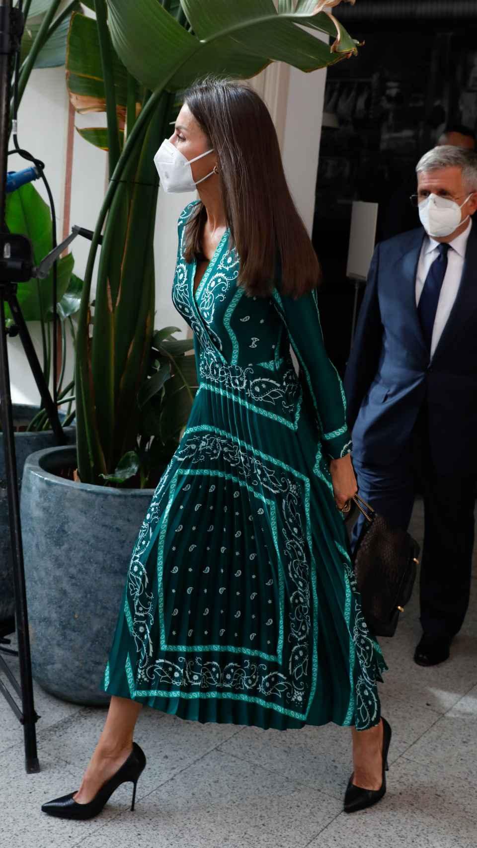 La Reina y su amiga Sonsoles Ónega tienen este mismo vestido.