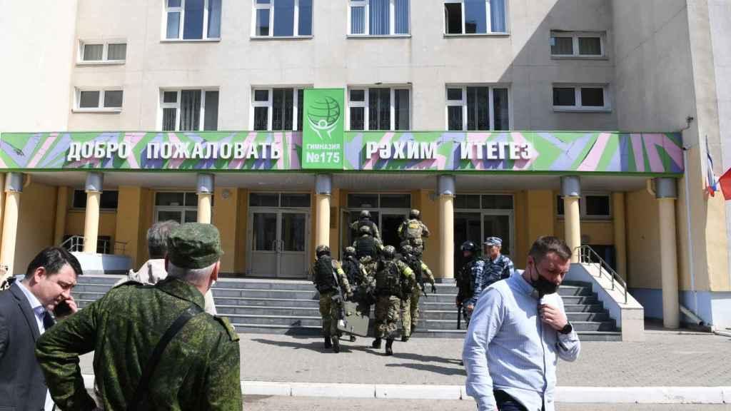 Exterior de la escuela 175 de Kazán, donde tuvo lugar el tiroteo.