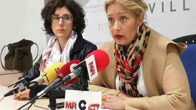 Mari Carmen Martínez Clemont y María Gracia Serrano en una rueda de prensa.
