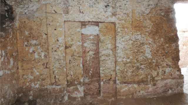 Interior de una de las tumbas halladas.
