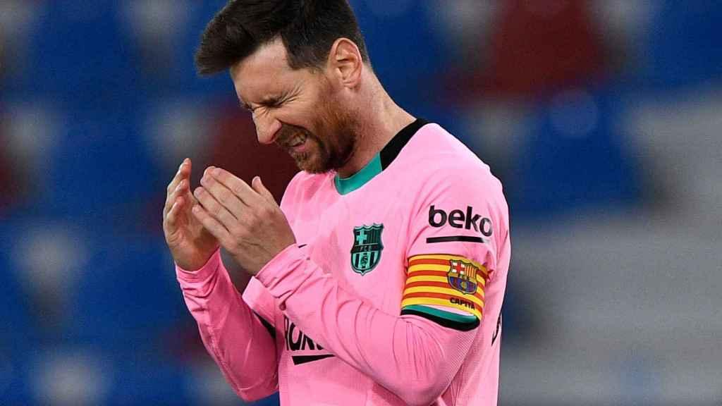 Leo Messi se lamenta tras un gol del Levante