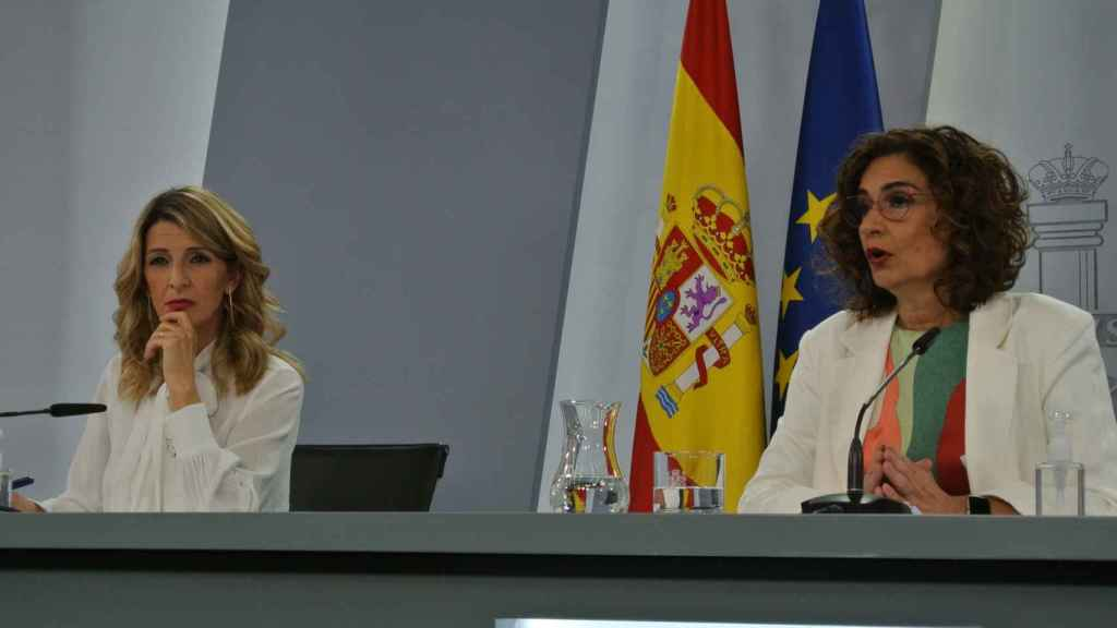 María Jesús Montero, portavoz del Gobierno, y Yolanda Díaz, vicepresidenta tercera, en Moncloa.
